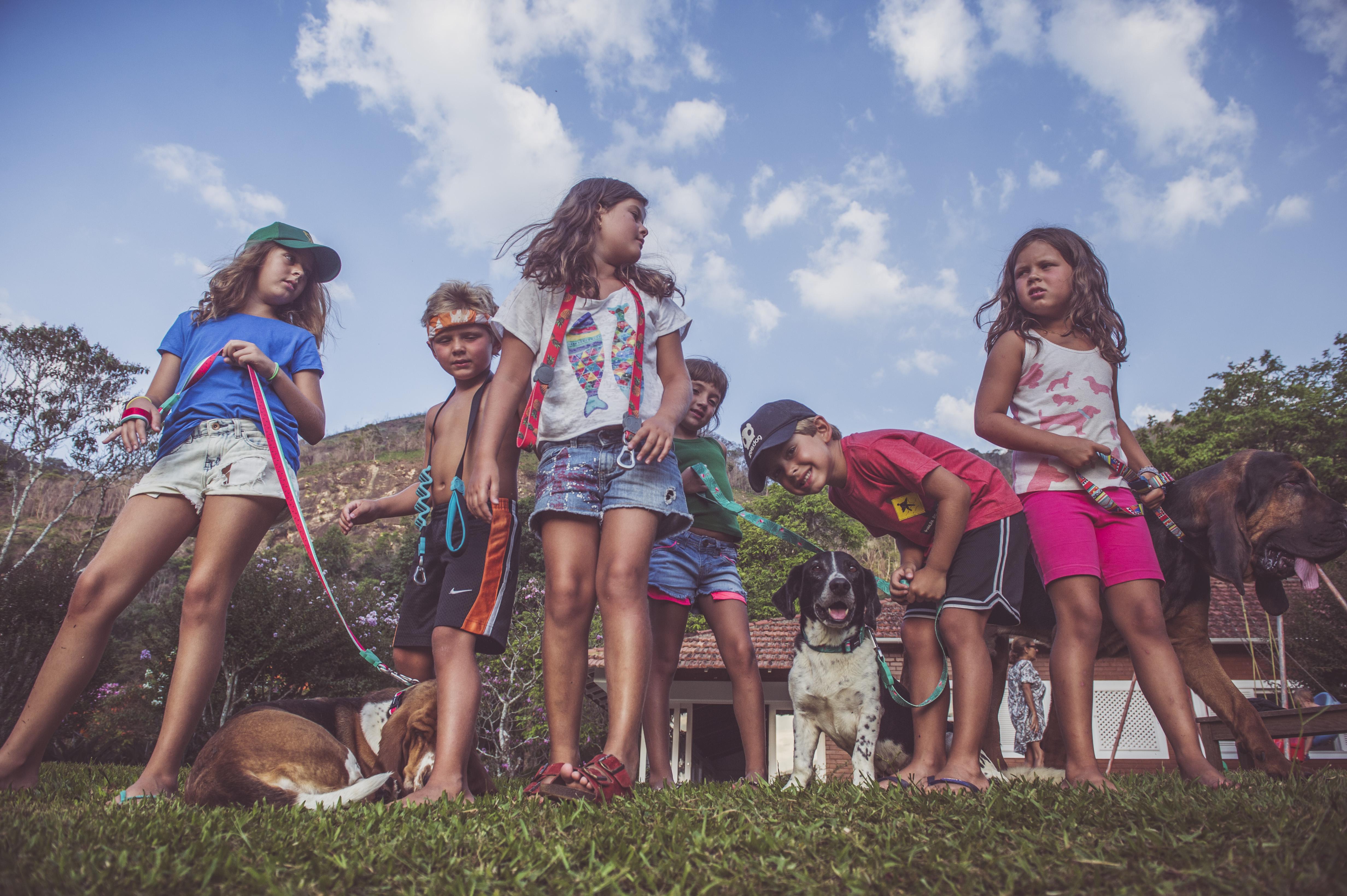 cachorros e crianças